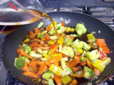 stir-fry-pour-sauce