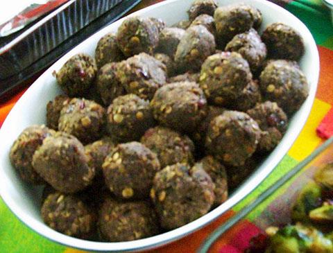Vegan Thanksgiving Lentil Mushroom Walnut Balls | veganpetite.com