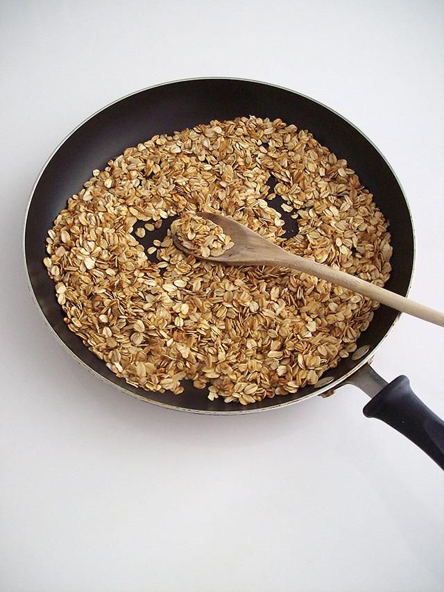 3-Ingredient Stovetop Granola | VeganPetite.com