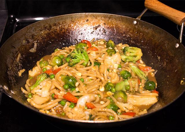 Stir Fry Teriyaki Noodles - VeganPetite.com
