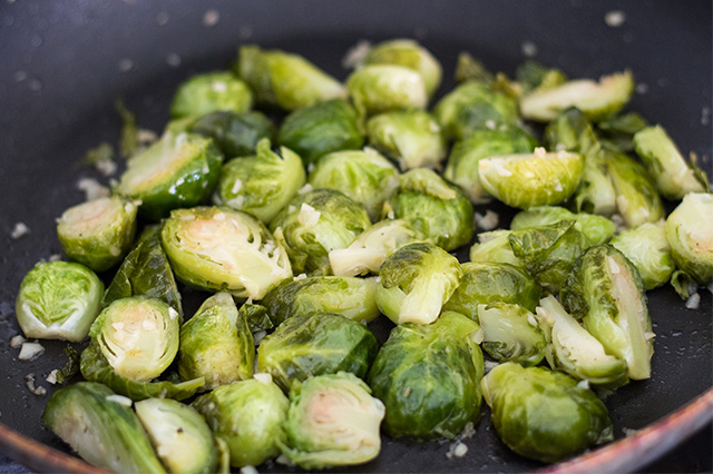 Garlic Brussels Sprouts Recipe - How to Cook Brussels Sprouts